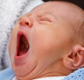 baby-yawning