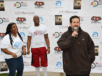 Tomia Austin, As One Foundation, Devard Darling, As One Foundation Founder, Andrew Casas, COO of UT Physicians made the opening remarks to start the 2018 run. Photo credit: Dwight Andrews, McGovern Medical School.