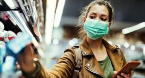 The longer we have to wear masks to prevent the spread of coronavirus, the more likely we are to irritate our skin. An expert provides advice on how best to take care of our skin during this time.